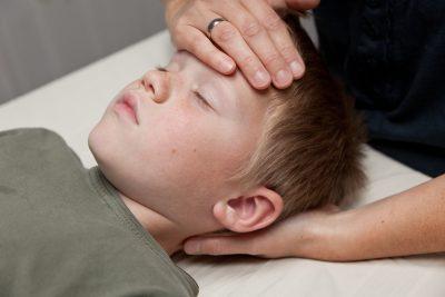 Traumer og Biodynamisk Kranio-Sakral Terapi går hånd i hånd. Traumer udtrykkes så forskelligt hos børn. Pludselige, voldsomme udtryk og handlinger. Barnet har måske oplevet noget, der har sat sig i nervesystemet. Det kan ikke tales ud. Det skal bearbejdes kropsligt. Kontakt børne eksamineret terapeut Lis Hauge 40199714